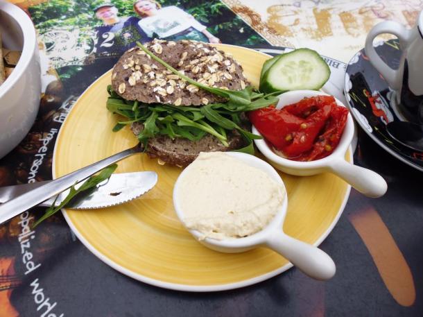oatie bagel hummus 1
